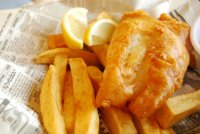 Smażona ryba z frytkami